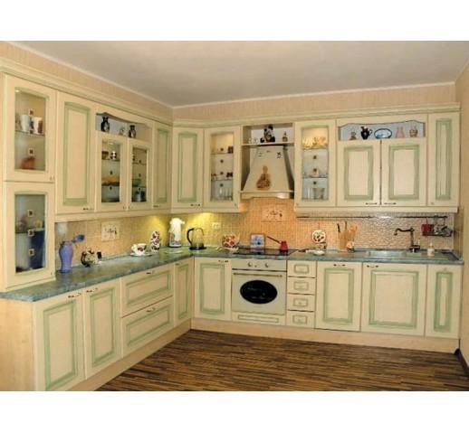 Кухня классическая с патиной зелень
