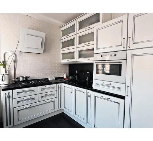 Кухня классическая с патиной серебро